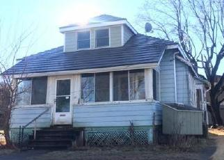 Foreclosed Home en PARKER ST, Enfield, CT - 06082