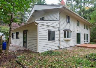 Foreclosed Home en RIDGE RD, Simsbury, CT - 06070