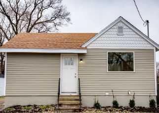 Foreclosed Home in E 29TH ST, Des Moines, IA - 50317