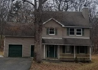 Foreclosed Home en LEDGEWAY DR, Dingmans Ferry, PA - 18328
