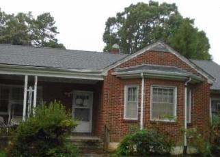 Foreclosed Home en VADEN DR, Gretna, VA - 24557