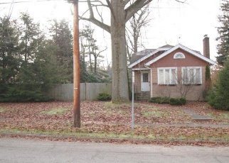 Foreclosed Home en MORRISON AVE, Cuyahoga Falls, OH - 44221