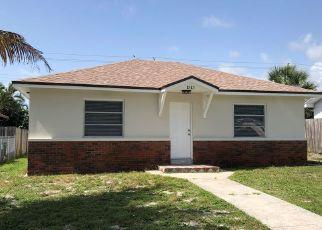 Foreclosed Home en CRESTWOOD BLVD, Lake Worth, FL - 33460