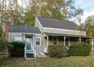 Foreclosed Home en SOUND RD, Wading River, NY - 11792