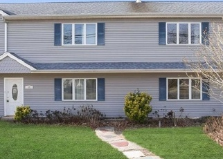 Foreclosed Home en GARDINERS AVE, Levittown, NY - 11756
