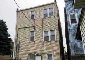 Casa en ejecución hipotecaria in Chicago, IL, 60617,  S AVENUE L ID: F4346002