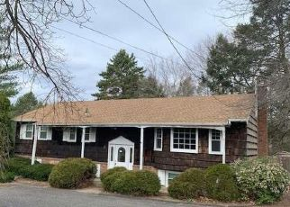 Foreclosed Home in MAPLEWOOD RD, Huntington Station, NY - 11746
