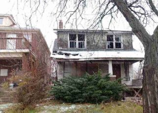 Foreclosed Home en ROSELAWN ST, Detroit, MI - 48204