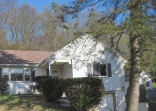 Foreclosed Home en LAUREL ST, East Haven, CT - 06512