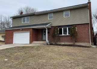 Foreclosed Home en ARBOR LN, Centereach, NY - 11720