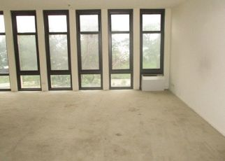 Foreclosed Home en S SOUTH SHORE DR, Chicago, IL - 60649