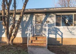 Foreclosed Home en SURREY DR, Amityville, NY - 11701