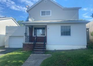 Foreclosed Home en WASHINGTON ST, Moosic, PA - 18507