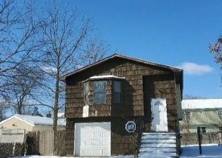 Foreclosed Home en S 28TH ST, Wyandanch, NY - 11798