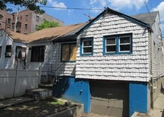 Foreclosed Home en LACOMBE AVE, Bronx, NY - 10473