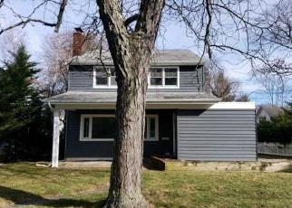 Casa en ejecución hipotecaria in Brightwaters, NY, 11718,  WOODLAND DR ID: F4357422