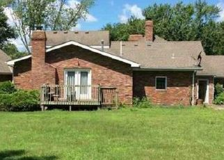 Foreclosed Home en S OUTER BELT RD, Oak Grove, MO - 64075