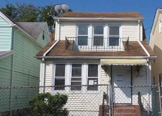 Foreclosed Home en 215TH ST, Queens Village, NY - 11427