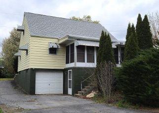 Foreclosed Home en N FRANKLIN ST, Waynesboro, PA - 17268
