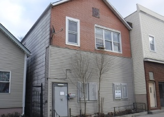 Foreclosed Home en S COMMERCIAL AVE, Chicago, IL - 60617