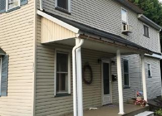 Foreclosed Home en CHESTNUT ST, Pen Argyl, PA - 18072