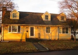 Foreclosed Home en HUNYADI AVE, Fairfield, CT - 06824