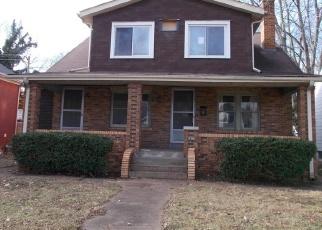 Foreclosed Home en W MAIN ST, Belleville, IL - 62226