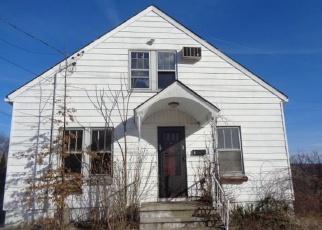 Casa en ejecución hipotecaria in Waterbury, CT, 06704,  SIMSBURY ST ID: F4375536