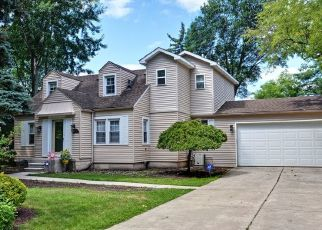 Foreclosed Home en HUBBELL ST, Livonia, MI - 48150