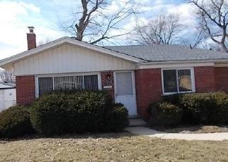Foreclosed Home en MAPLEWOOD ST, Livonia, MI - 48152