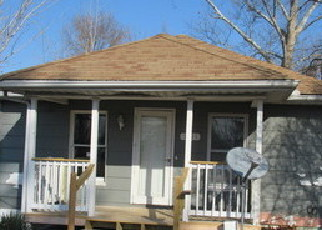 Foreclosed Home in E SAINT LOUIS ST, West Frankfort, IL - 62896