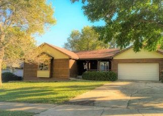 Foreclosed Home in SE 42ND TER, Topeka, KS - 66609