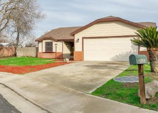 Foreclosed Home en OAKWOOD CT, Hanford, CA - 93230