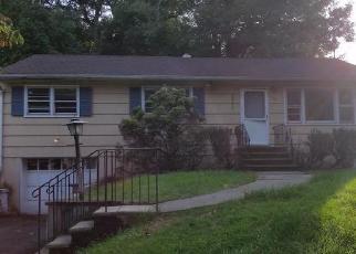 Foreclosed Home in HIAWATHA BLVD, Oakland, NJ - 07436