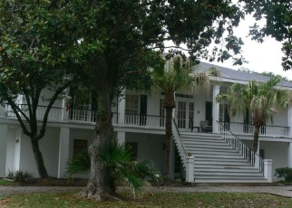 Foreclosed Home in CHATEAU MAGDELAINE DR, Kenner, LA - 70065
