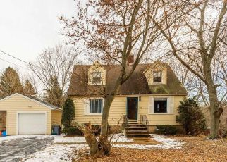 Foreclosed Home in GREEN RD, Meriden, CT - 06450