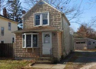 Foreclosed Home in CARLETON AVE, Islip Terrace, NY - 11752