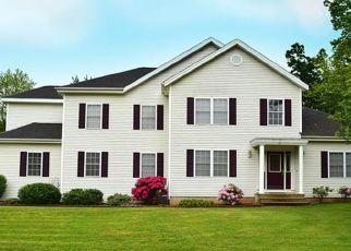 Foreclosed Home en TREVOR LN, East Granby, CT - 06026