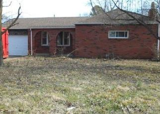 Foreclosed Home en HOWELL AVE, East Saint Louis, IL - 62206