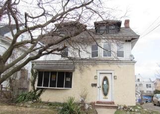 Casa en ejecución hipotecaria in Upper Darby, PA, 19082,  SELLERS AVE ID: F4389996