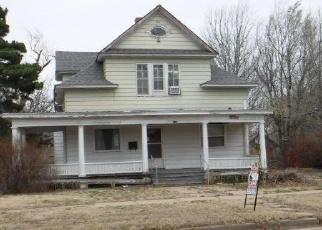 Foreclosed Home in N NINNESCAH ST, Pratt, KS - 67124