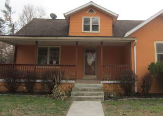 Foreclosed Home en E SUMMIT AVE, Oxford, PA - 19363
