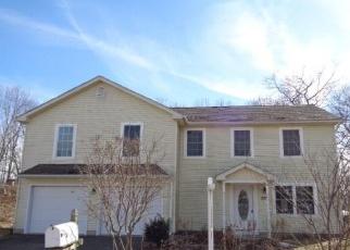Foreclosed Home en ROSENGARTEN DR, Waterbury, CT - 06704