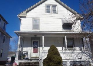 Foreclosed Home en FRANKLIN ST, Wallingford, CT - 06492