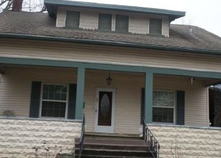 Foreclosed Home in N COMMERCIAL ST, Benton, IL - 62812