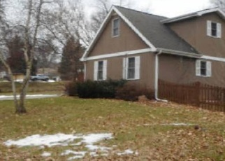 Foreclosed Home in N CRESTWOOD AVE, Mchenry, IL - 60051