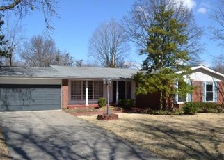 Foreclosed Home en CLASSIC DR, Florissant, MO - 63033