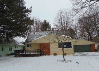 Foreclosed Home en VAN SYCKLE AVE, Waterford, MI - 48329