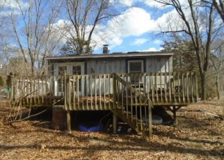 Foreclosed Home en ROGERS LAKE TRL, Old Lyme, CT - 06371