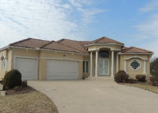 Foreclosed Home en SW COACHLIGHT PL, Lees Summit, MO - 64081